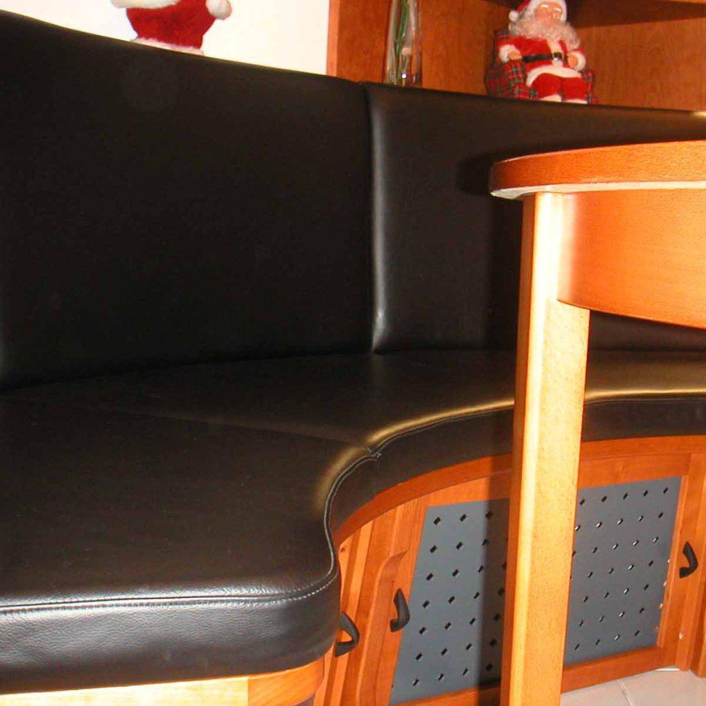 sitzecke und sessel neu beziehen was es kostet und wie es funktioniert tischlerdienst. Black Bedroom Furniture Sets. Home Design Ideas